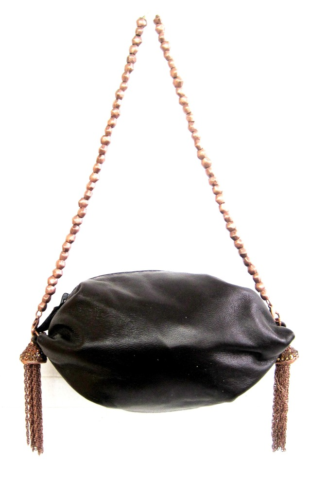 Tina soft leather pouch with detachable chain which can be worn as a necklace.